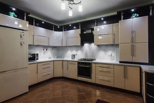 Кухня Эмаль 19 размер 2*3.7 цена 192400 руб