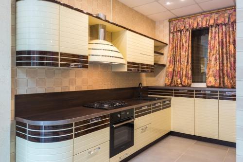Кухня Эмаль 36 размер 2.7*1.8 цена 154000 руб