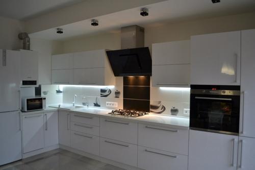 Кухня Эмаль 4  размер 1.4*3.9 цена 179600 руб